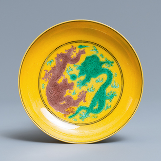A Chinese yellow-ground green and aubergine 'dragon' dish, Jiaqing mark, 19/20th C.