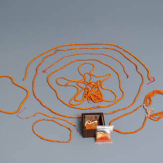 A collection of Chinese necklaces with red coral beads and loose beads, 19/20th C.