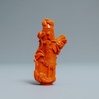 A Chinese carved red coral snuff bottle with birds and flowers, 19/20th C.