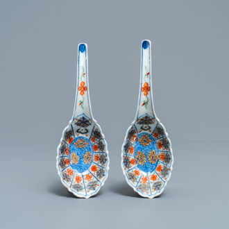 A pair of Chinese parcel-gilt doucai spoons, seal marks, 19th C.