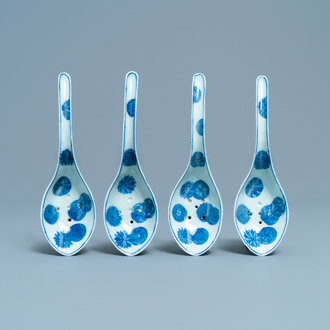 Four Chinese pierced blue and white spoons, 19/20th C.