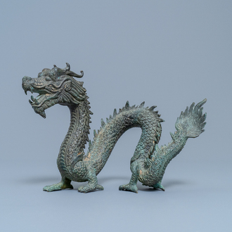 A Chinese bronze model of a dragon, 19/20th C.