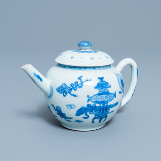 A Chinese blue and white teapot and cover, Kangxi