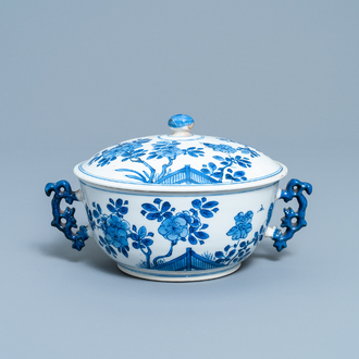 A Chinese blue and white bowl and cover with floral design, Kangxi