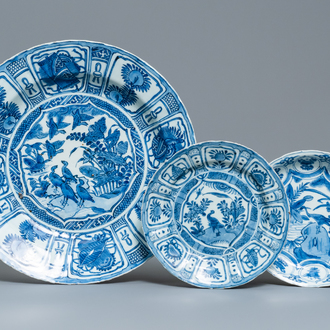 A Chinese blue and white kraak porcelain 'ducks' charger and two plates, Wanli