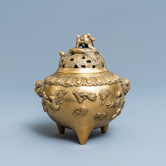 A Chinese bronze tripod censer and cover, 19/20th C.