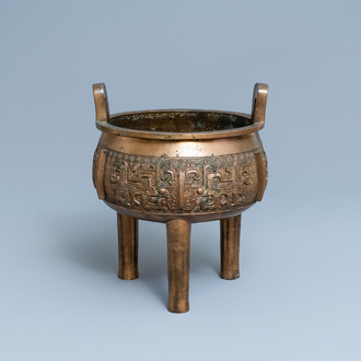 A large Chinese bronze tripod censer, 18/19th C.