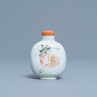 A Chinese 'grasshopper' snuff bottle, Daoguang mark and of the period