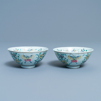 A pair of Chinese famille rose rice grain pattern 'butterfly' bowls, Qianlong mark, 18/19th C.