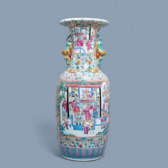 A large Chinese famille rose vase with a court scene and a battle scene, 19th C.