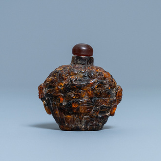 A Chinese amber snuff bottle, 19th C.
