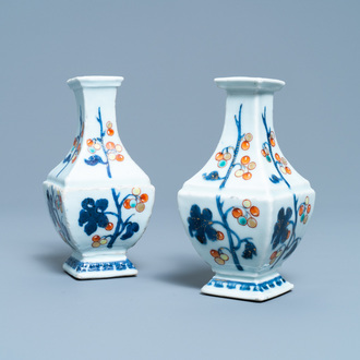 A pair of Chinese 'Pronk studio' vases, Qianlong