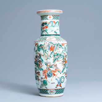 A Chinese famille verte rouleau 'battle scene' vase, 19th C.