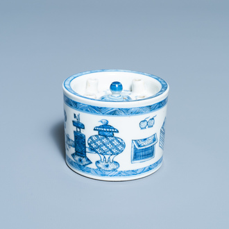 A Chinese blue and white inkwell with antiquities design, Kangxi