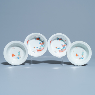 Four Japanese Kakiemon-style bowls with floral design and playing boys, Edo, 18/19th C