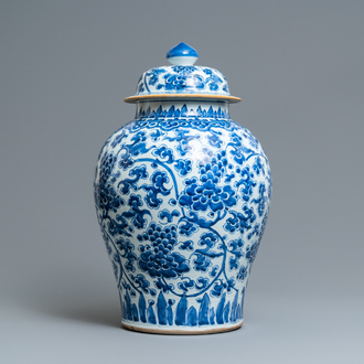 A large Chinese blue and white vase and cover with floral design, Kangxi