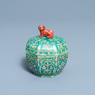 A Chinese Thai market Bencharong box and cover, 19th C.