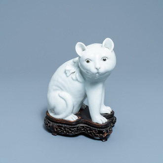 A Chinese Dehua blanc de Chine model of a cat on wooden stand, 19th C.