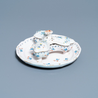 A rare Brussels faience spice box and cover on stand with 'à la haie fleurie' design, 18th C.