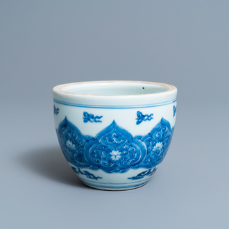 A small Chinese blue and white jardinière, Kangxi