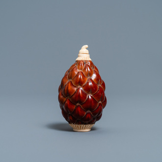 A Chinese pine cone and bone snuff bottle, 19/20th C.