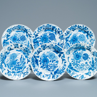 Six Chinese blue and white plates with floral design, Kangxi