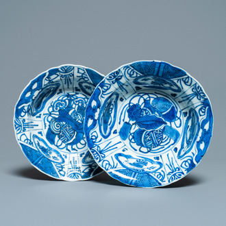 A pair of Chinese blue and white kraak porcelain 'klapmuts' bowls, Wanli