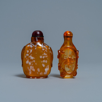 Two Chinese amber-simulating glass snuff bottles, 18/19th C.