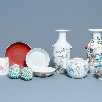 A varied collection of Chinese porcelain, 19/20th C.