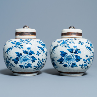 A pair of Chinese blue and white Nanking crackle-glazed jars and covers, 19th C.