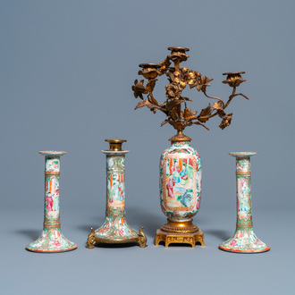 Three Chinese Canton famille rose candlesticks and a vase with gilt bronze mounts, 19e eeuw