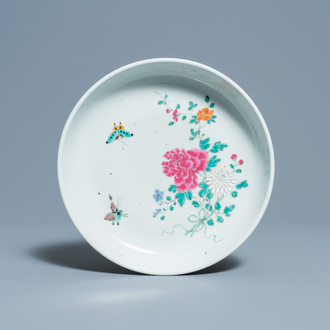 A Chinese famille rose 'butterflies and flowers'  dish, 18/19th C.