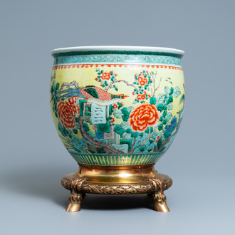 A Chinese famille verte jardinière on a dated gilt bronze foot, 19/20th C.