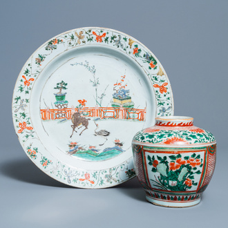 A Chinese famille verte dish and a wucai jar, Kangxi and Transitional period