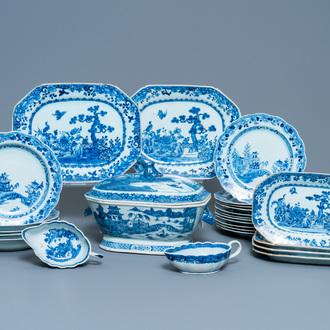 A composite 25-piece Chinese blue and white service, Qianlong