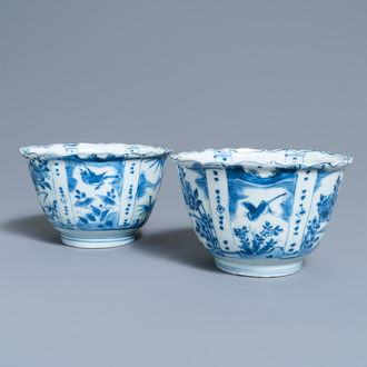 A pair of Chinese blue and white kraak porcelain 'crow' bowls, Wanli