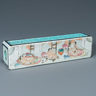 A Chinese famille rose 'erotical subject' cricket box, 1st half 19th C.