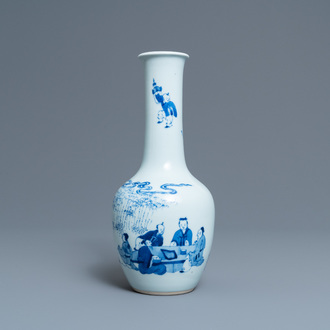 A Chinese blue and white bottle vase with go-players, 19/20th C.