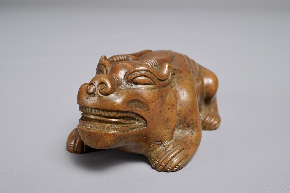 A Chinese bronze scroll or paper weight shaped as a bixie, 18/19th C.