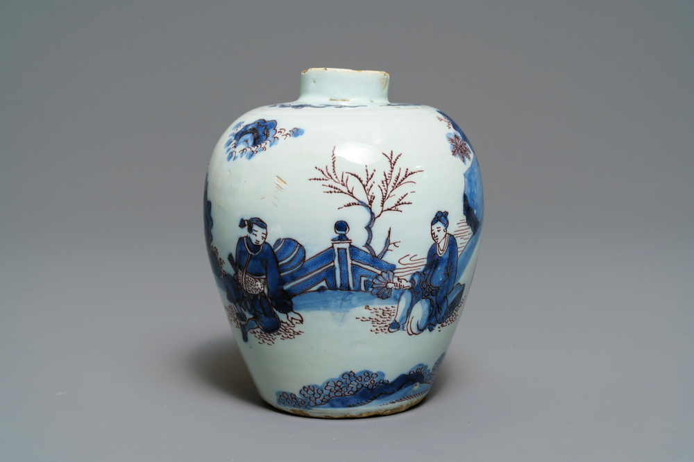 A fine Dutch Delft blue, white and manganese chinoiserie vase, 2nd half 17th C.