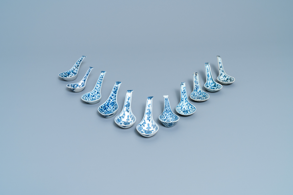 Eleven Chinese blue and white spoons, 19/20th C.