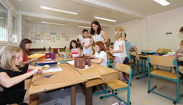 Klassenraum in einer Containerschule