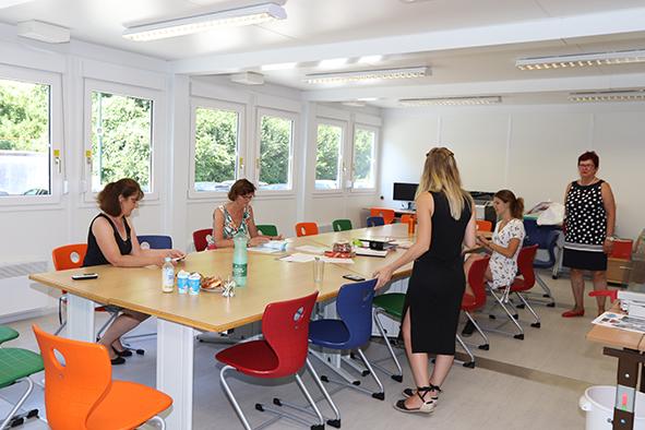 Lehrerzimmer in einer Containerschule