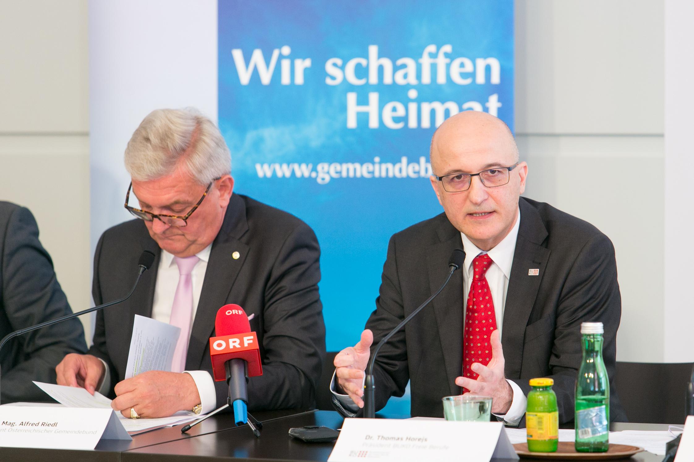 Gemeindebundpräsident Alfred Riedl und Thomas Horjes, Präsident der Bundeskonferenz Freie Berufe.
