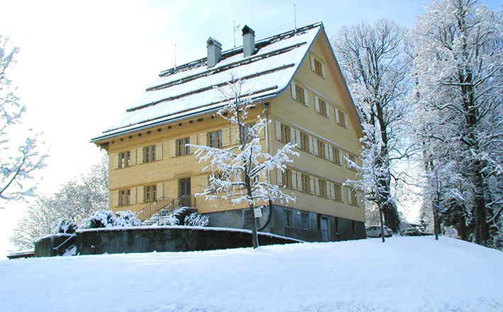 Im Pfarrhof werden die Bücherei, Räume für Vereine und das Pfarrbüro untergebracht.