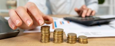 Münzen auf einem Tisch zur VRV 2015