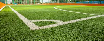 Fußballplatz mit Kunstrasen