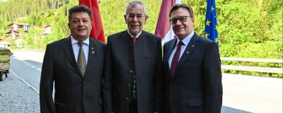 Tirols Gemeindeverbands-Präsident Ernst Schöpf, Bundespräsident Alexander van der Bellen und Landeshauptmann Günther Platter.