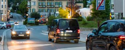 Straßenverkehr in Villach.