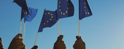 EU-Flagge in der Luft
